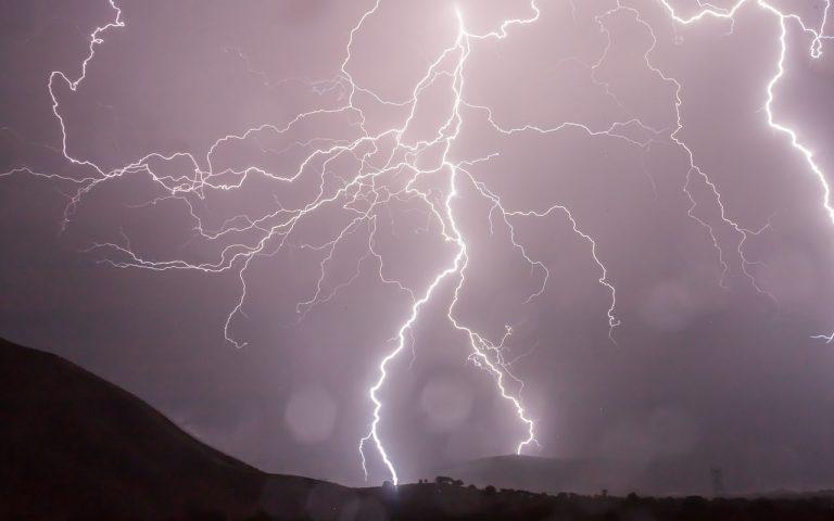 【メール相談】幼い頃から病的に雷が怖いです。