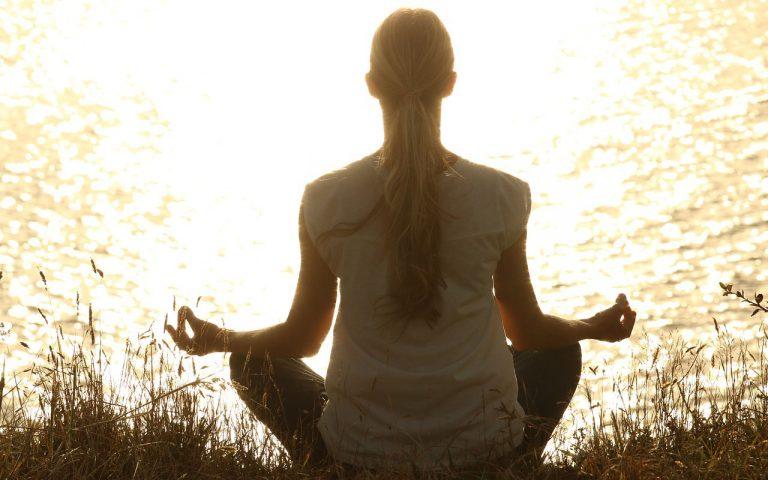 1日15分の瞑想で人生が激変する!誰でもできる簡単なやり方