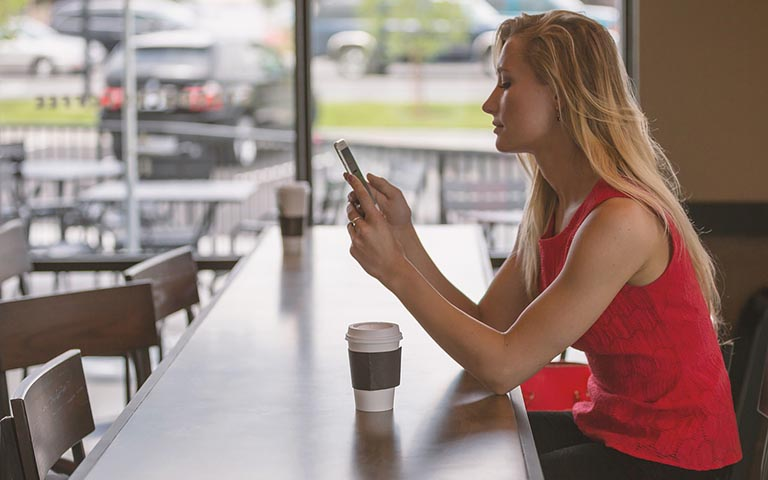 好きな人からの連絡を引き寄せようとするのは時間の無駄